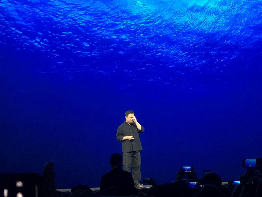 """罗永浩""""老人与海""""发布会:不玩硬件了,瞄准了新材料技术"""